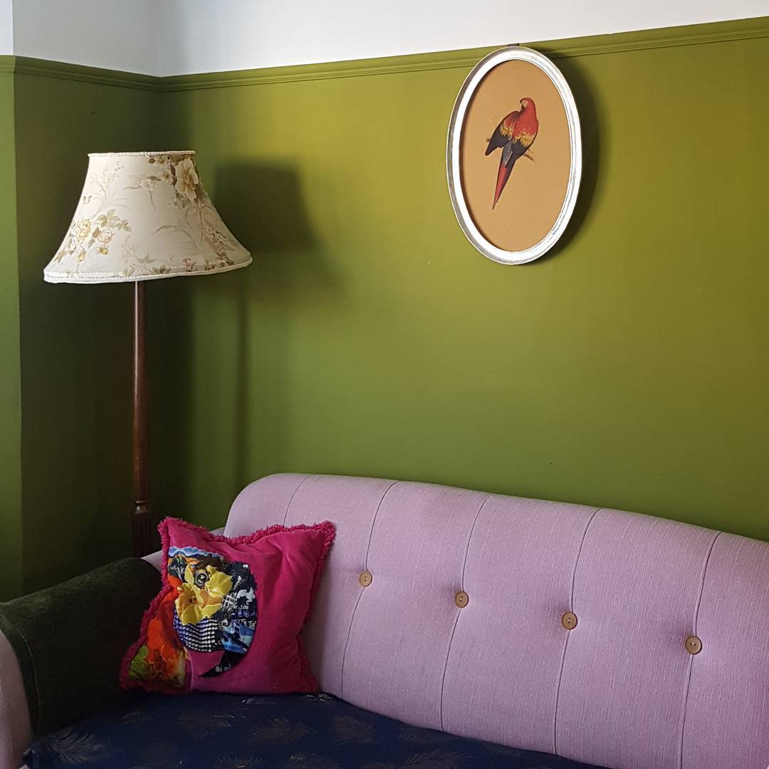 So much love for this colourful, bold living room. Here are some tips for picking the right paint colour for you. Photo credit: @lotnumber30 via Instagram