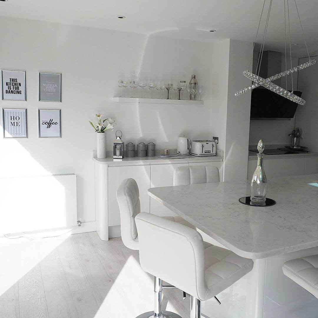 Check out the tour of this white,bright and contemporary modern kitchen
