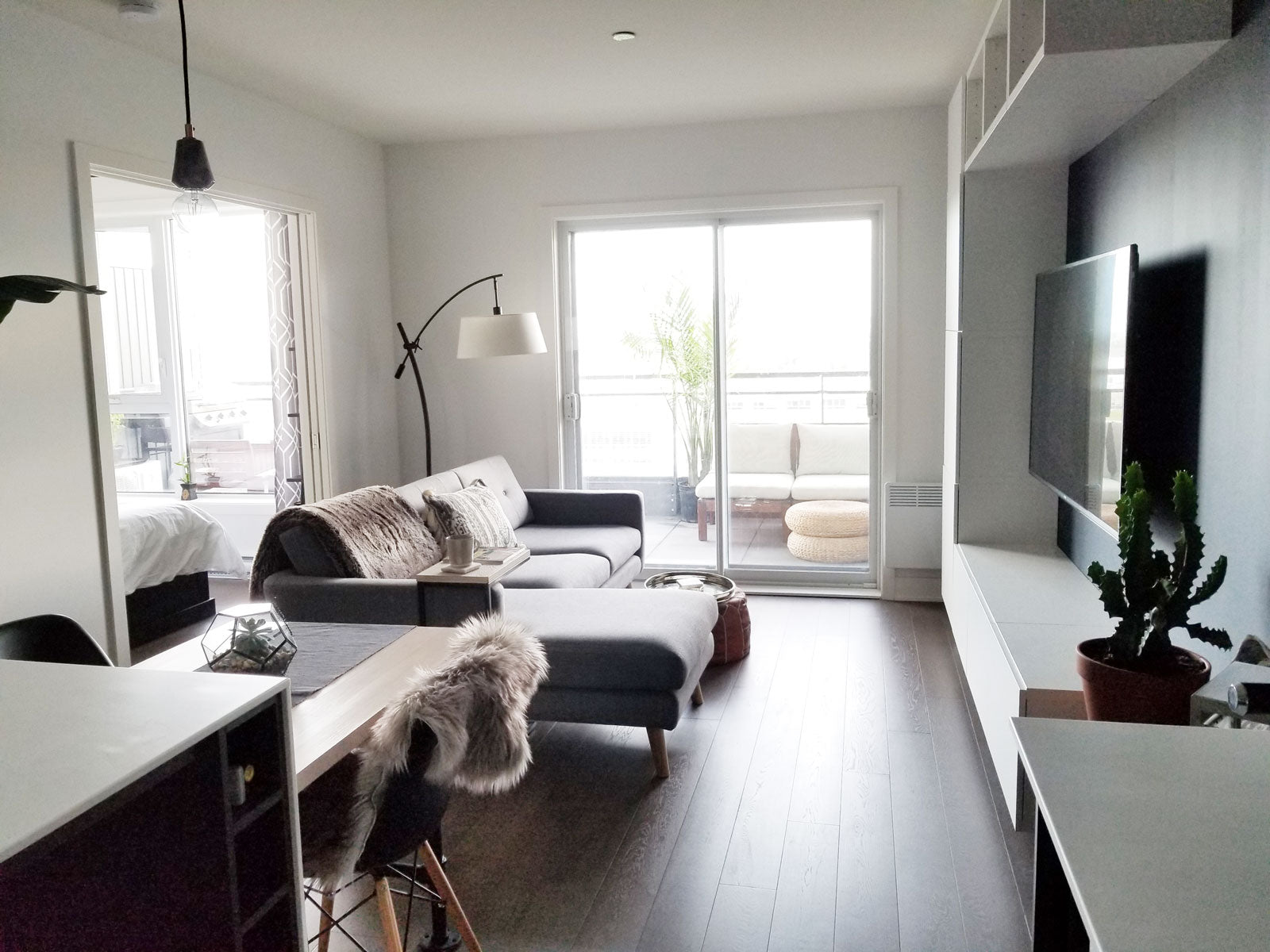 This small but impeccably designed canadian apartment is modern, bright and airy. See the full home tour on www.lovetohome.co.uk