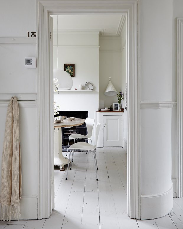 The white, light home of Smita Patel via the Guardian. Photography credit: Penny Wincer | Love to Home