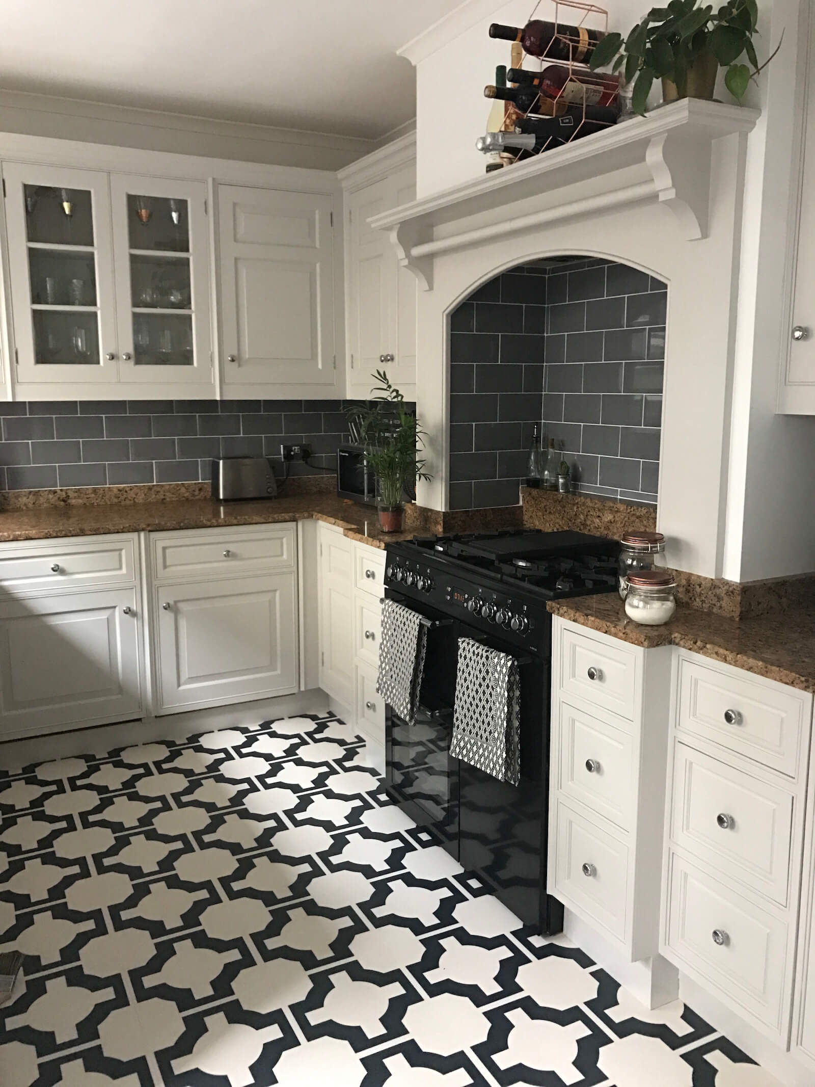 Come and see this monochrome Scandinavian inspired victorian terrace in Hertfordshire via www.lovetohome.co.uk. Home of @houseinthemiddle (Instagram).