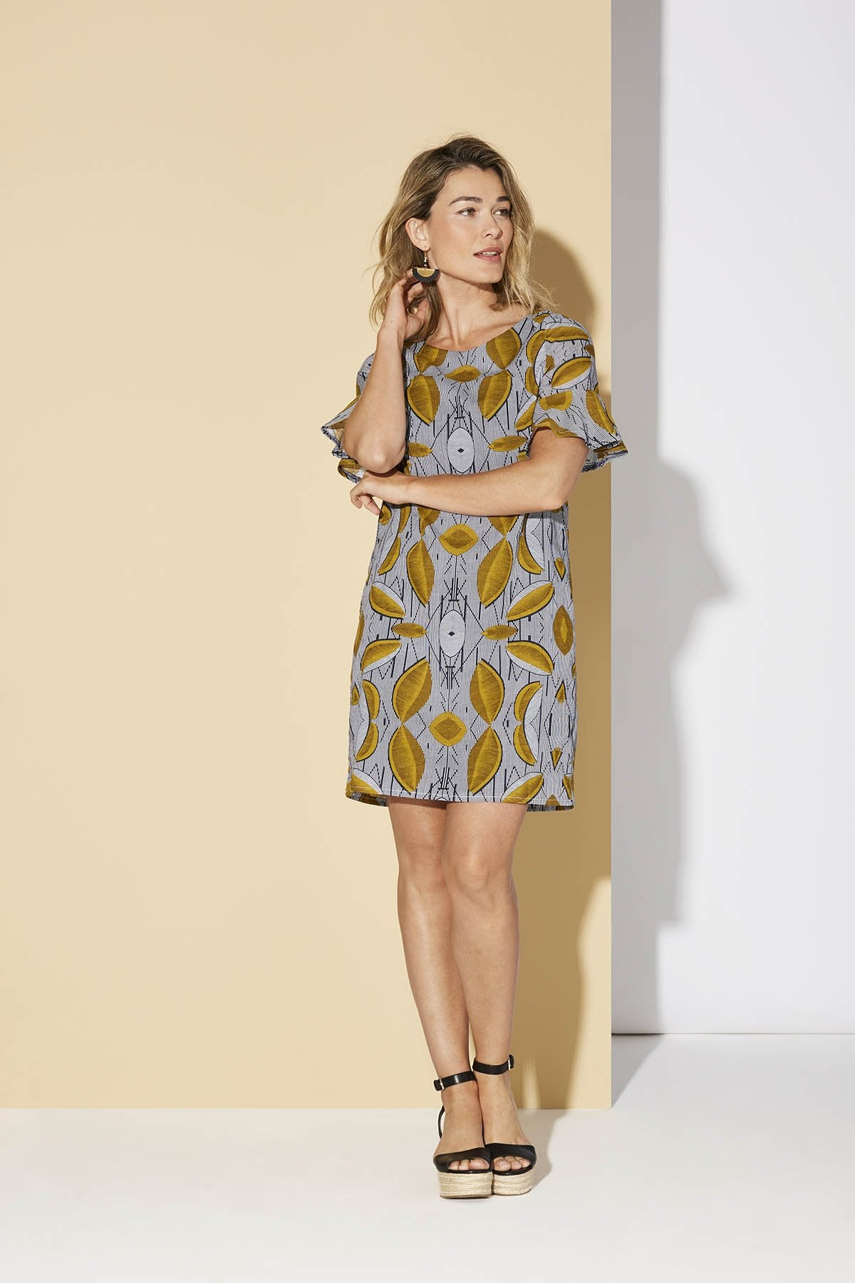 Loihi dress is a festive printed dress, loose and straight with a ruffle sleeve. It can be worn with a belt for a more fitted look, if needed.