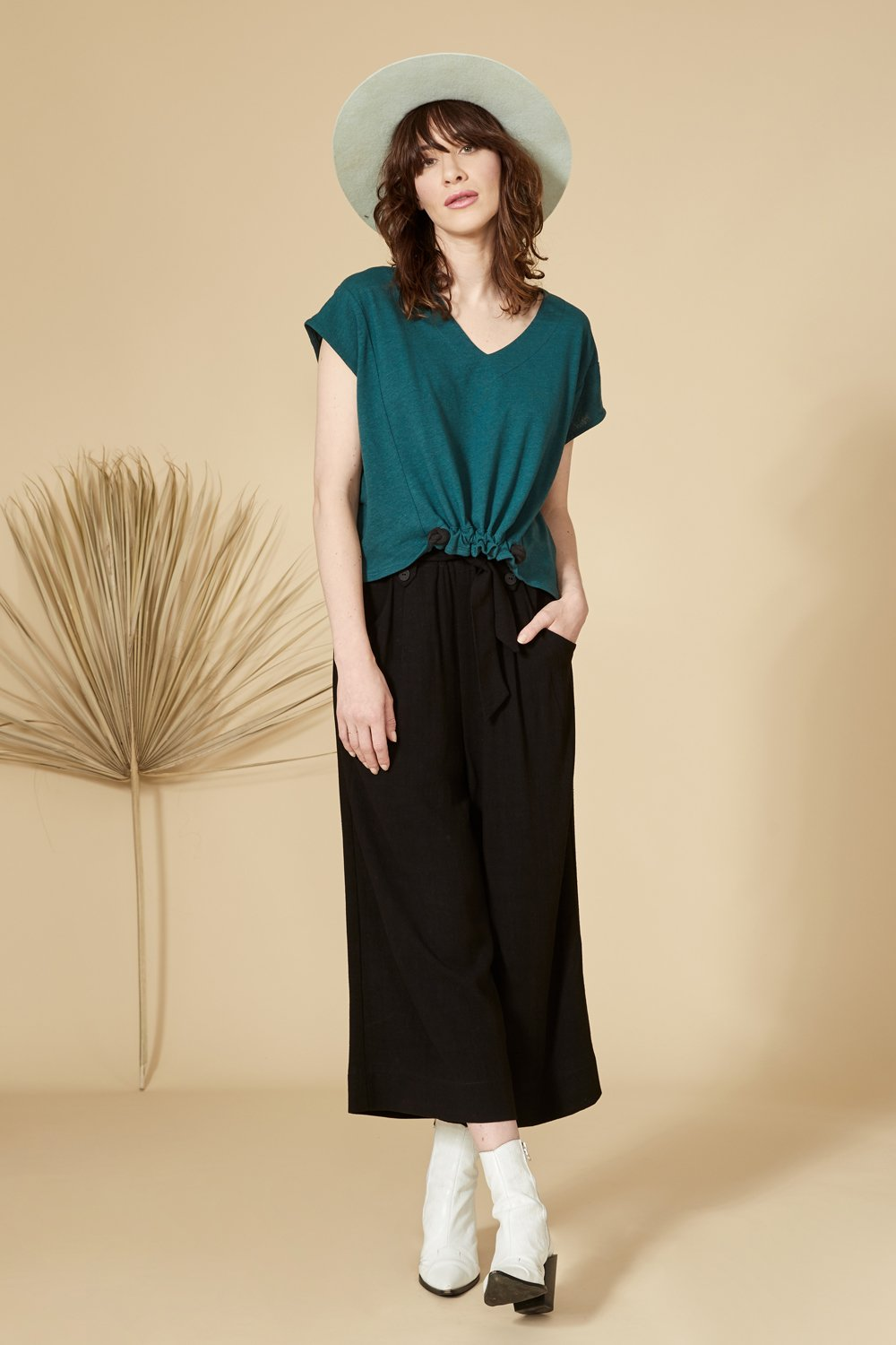 Black 7/8 pants, with a high waist, side pockets, fabric belt at the waist, and wide leg.70% viscose, 30% linen. Hand wash in cold water, air dry flat. Designed and Made in Montréal.