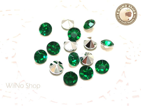 8mm Dark Green Round Diamond Style 3D Point Back Acrylic Rhinestone - 15 pcs