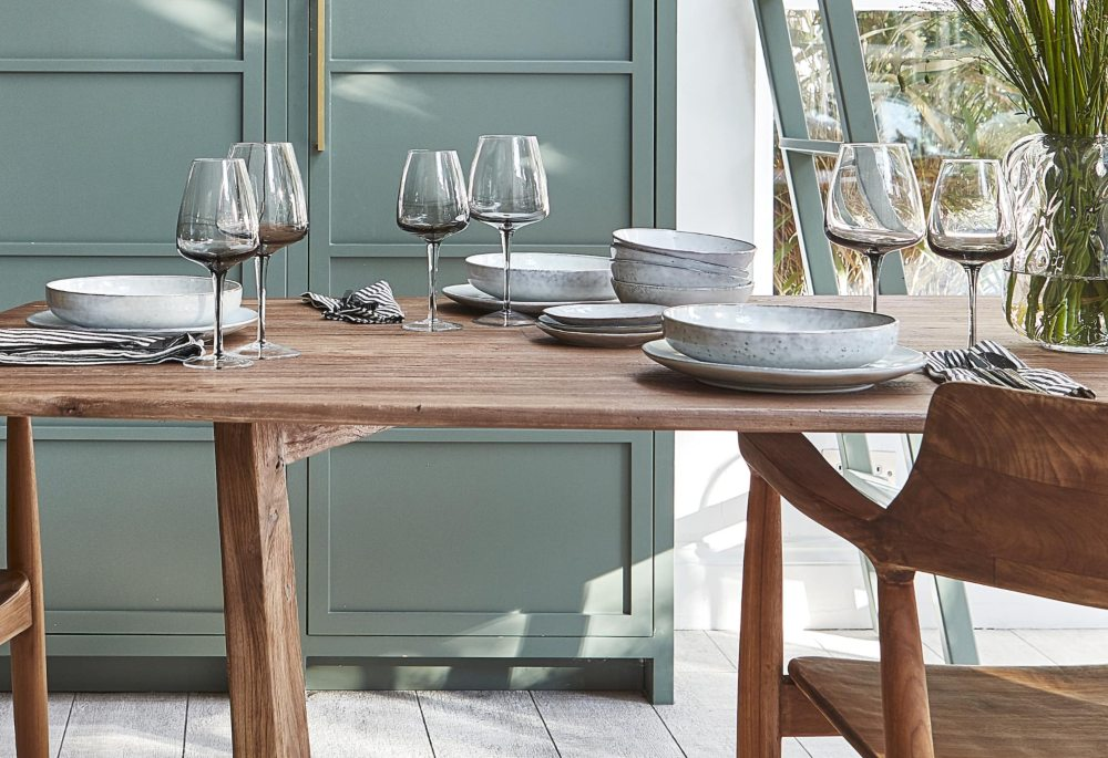 dining in style: a buyer's guide to the perfect dining room crockery and glasses