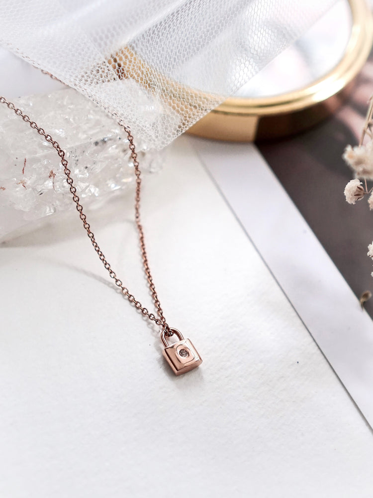 Winfrey Lock Necklace — Rose Gold