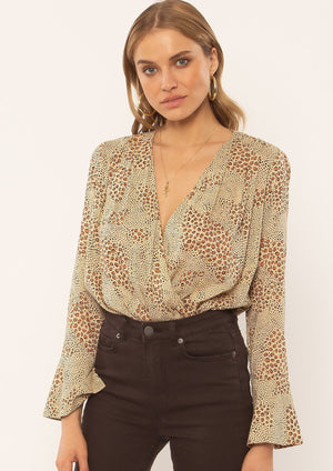 Beautiful blouse bodysuit in mixed animal print. Long sleeves and bell cuffs.