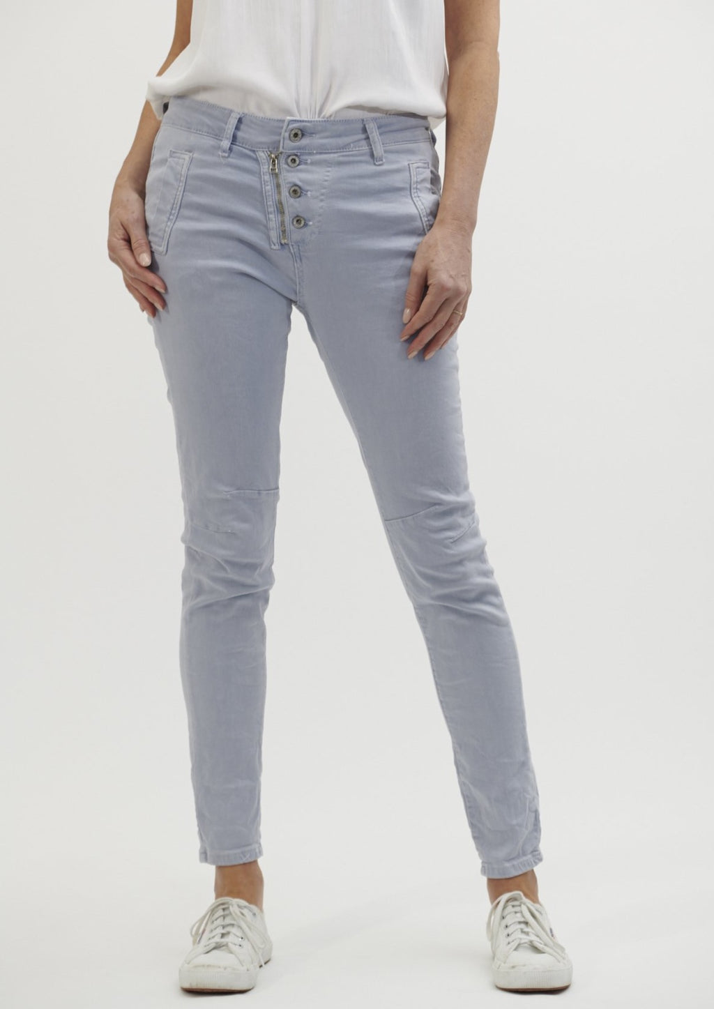 Italian Star Buttons Jeans - Ice Blue  You'll love these Italian star button jeans for their versatility, style and comfort   Your favourite everyday jean that can be dressed up or down.  Features:   Mid-rise Slim leg Zip and button fly  Side pockets Zip back pockets Seam detail at knee Designed to fade