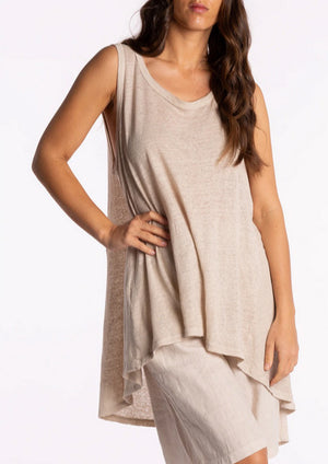 From Ridley Collections, the linen singlet features an easy relaxed design, well suited for layering and casual wear.