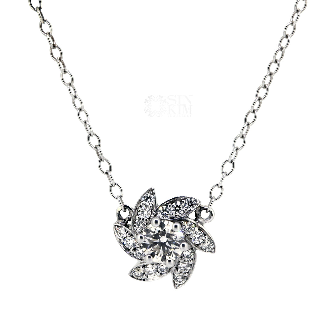 Diamond necklace with wreath-like floral halo