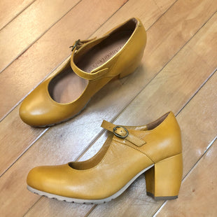 Primary Photo - BRAND:  LAMOUR DES PELDS STYLE: SHOES HIGH HEEL COLOR: MUSTARD SIZE: 7 OTHER INFO: LAMOUR DES PIEDS - SKU: 178-17883-14735