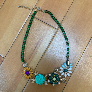 Primary Photo - STYLE: NECKLACE COLOR: GREEN OTHER INFO: FLOWER PENDENTS SKU: 178-178199-2901
