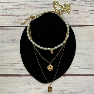 Primary Photo - BRAND:   STYLE: NECKLACE COLOR: GOLD OTHER INFO: CONNECTED LAYERS-GOLD/PEARL SKU: 178-178212-5950