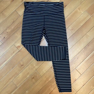 Primary Photo - BRAND: GAPFIT STYLE: ATHLETIC CAPRIS COLOR: STRIPED SIZE: M OTHER INFO: BLACK/WHITE SKU: 178-178102-54773
