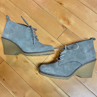 Primary Photo - BRAND: WHITE MOUNTAIN STYLE: SHOES HIGH HEEL COLOR: GREY SIZE: 6 OTHER INFO: LACES/ BROWN WEDGE SKU: 178-178199-2221