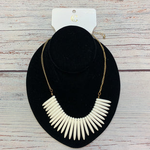 Primary Photo - BRAND: CHARMING CHARLIE STYLE: NECKLACE COLOR: GOLD OTHER INFO: WHITE SPIKES TRIM SKU: 178-178102-64038