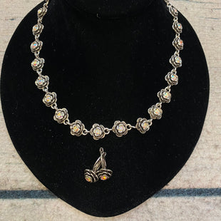 Primary Photo - BRAND: PREMIER DESIGNS STYLE: NECKLACE SET COLOR: SILVER SIZE: 02 PIECE SET OTHER INFO: FLOWERS W/GEM IN CENTER SKU: 178-178212-4726