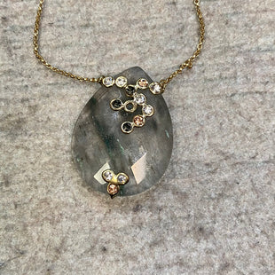 Primary Photo - BRAND: ANN TAYLOR LOFT STYLE: NECKLACE COLOR: GOLD OTHER INFO: GREY/GREEN PENDANT W/ CIRCLES SKU: 178-178102-60715