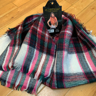 Primary Photo - BRAND:    CLOTHES MENTOR STYLE: SCARF COLOR: PLAID OTHER INFO: NEW! BLANKET SCARF- WHITE/PINK/GREEN SKU: 178-17883-15689
