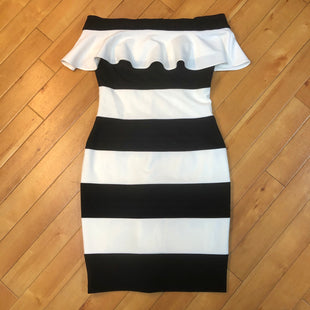 Primary Photo - BRAND: ADRIANNA PAPELL STYLE: DRESS SHORT SLEEVELESS COLOR: STRIPED SIZE: XS OTHER INFO: SIZE 2-BLACK/WHITE SKU: 178-178102-52731