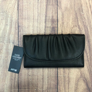 Primary Photo - BRAND: APT 9 STYLE: WALLET COLOR: BLACK SIZE: LARGE OTHER INFO: NEW! SNAP FOLD WALLET SKU: 178-178102-57092