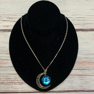 Primary Photo - BRAND:  STYLE: NECKLACE COLOR: SILVER OTHER INFO: MOON/BLUE CIRCLE SKU: 178-178212-6280