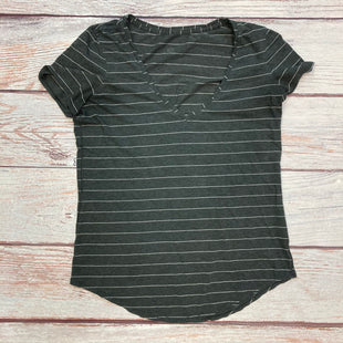 Primary Photo - BRAND: LULULEMON STYLE: ATHLETIC TOP SHORT SLEEVE COLOR: STRIPED SIZE: M OTHER INFO: GREY/WHITE SKU: 178-178102-62245
