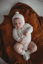 Load image into Gallery viewer, Ivory Merino Wool Bonnet & Bootie Set