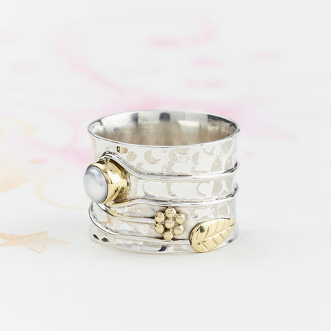 charlotte-s-web-pearl-silver-flower-ring