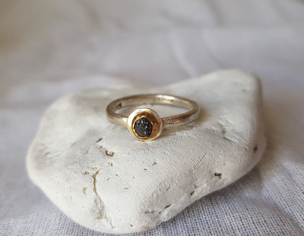 METEOR SHOWER - Black diamond ring above a silver disk – One of a kind