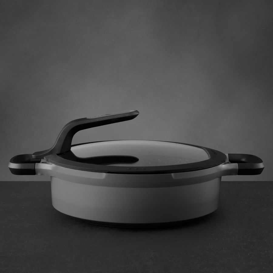 Covered stay-cool 2-handle sauté pan grey 26 cm - Gem
