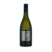 Load image into Gallery viewer, Small production wines.  Single vineyard, low yield, wild yeast, barrel fermetation, lees aged, total maturation period in barrel, 12 months.  A complex and intriguing Sauvignon Blanc.  For wine and food lovers.