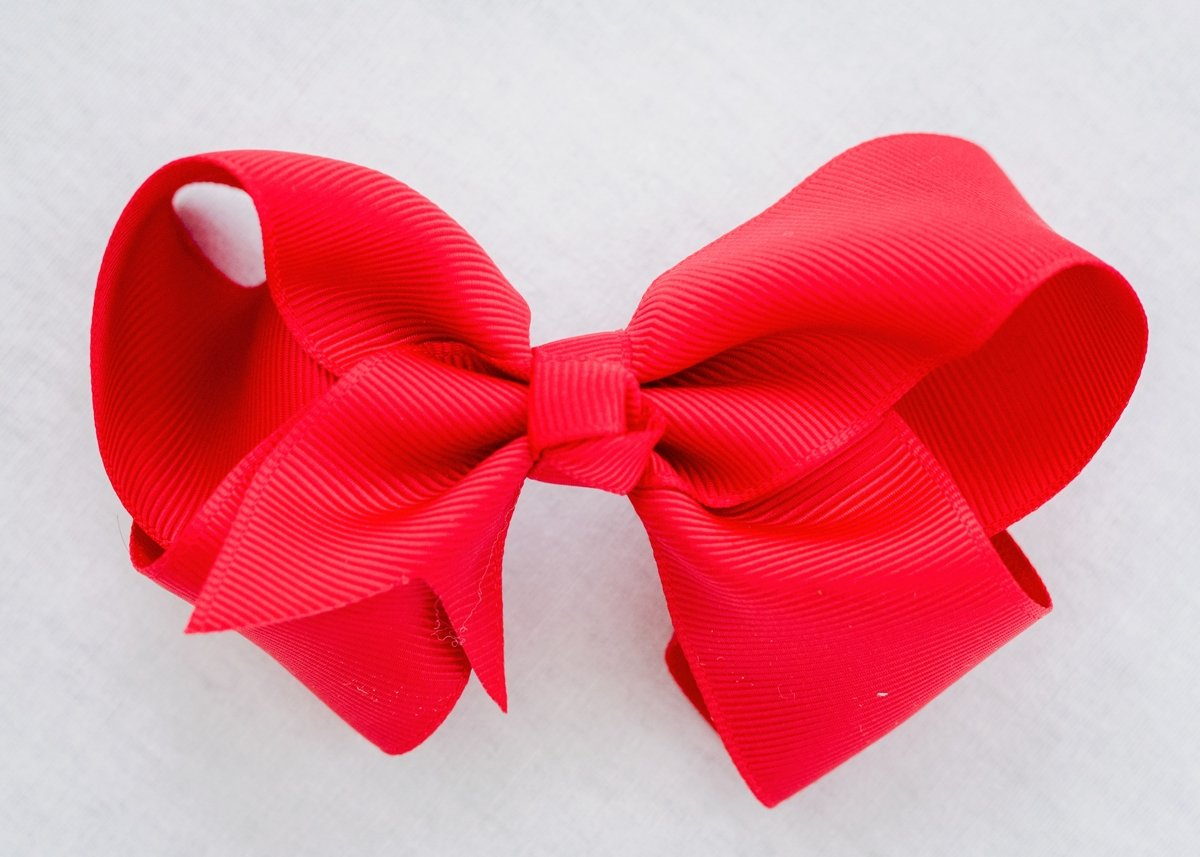 CLASSIC RED BOW