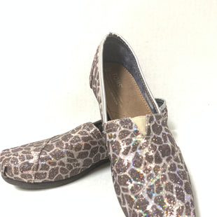 Primary Photo - BRAND: TOMS STYLE: SHOES FLATS COLOR: ANIMAL PRINT SIZE: 8 OTHER INFO: GIRAFFE PRINT/ AS IS SKU: 150-15047-142636