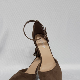 Primary Photo - BRAND:    CLOTHES MENTOR STYLE: SHOES LOW HEEL COLOR: TAUPE SIZE: 5.5 OTHER INFO: REFRESH - SKU: 150-15047-141941