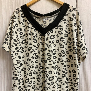 Primary Photo - BRAND: WHITE BIRCH STYLE: TOP SHORT SLEEVE COLOR: ANIMAL PRINT SIZE: XL SKU: 150-15098-38052