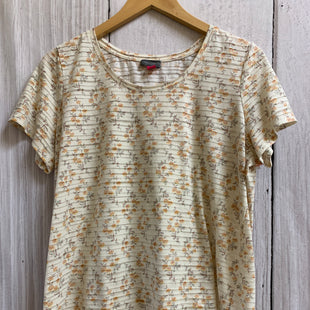 Primary Photo - BRAND: VINCE CAMUTO STYLE: TOP SHORT SLEEVE BASIC COLOR: CREAM SIZE: 1X OTHER INFO: SMALL FLORAL PRINT STRIPES SKU: 150-150135-2723
