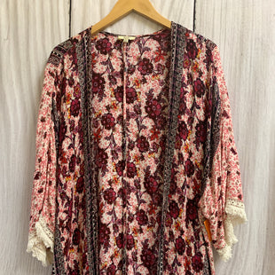 Primary Photo - BRAND: KORI AMERICA STYLE: SHAWL COLOR: PINK PURPLE SIZE: M OTHER INFO: FLORAL/FRINGE SKU: 150-150154-4313