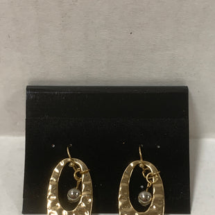 Primary Photo - BRAND:    CLOTHES MENTOR STYLE: EARRINGS COLOR: GOLD SIZE: 1 OTHER INFO: OVALS WITH BALL SKU: 150-15047-150080
