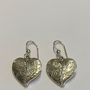 Primary Photo - BRAND:    CLOTHES MENTOR STYLE: EARRINGS COLOR: SILVER OTHER INFO: HEARTS SKU: 150-150112-26234