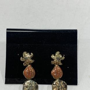 Primary Photo - BRAND:    CLOTHES MENTOR STYLE: EARRINGS COLOR: GOLD SIZE: 1 OTHER INFO: SEASHELL SKU: 150-15047-150292