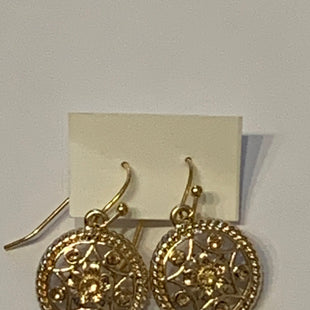 Primary Photo - BRAND:    CLOTHES MENTOR STYLE: EARRINGS COLOR: GOLD SIZE: 2 OTHER INFO: DANGLY/DESIGN IN CENTER SKU: 150-150119-10331