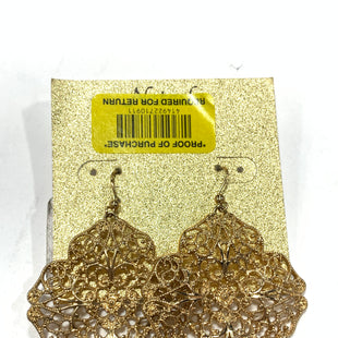 Primary Photo - BRAND:    CLOTHES MENTOR STYLE: EARRINGS COLOR: GOLD OTHER INFO: LARGE CLOVER SHAPE SKU: 150-15047-148457