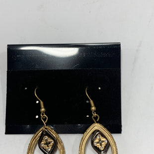 Primary Photo - BRAND:    CLOTHES MENTOR STYLE: EARRINGS COLOR: GOLD OTHER INFO: HOOP W/ CENTER DANGLE SKU: 150-150112-24601