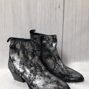 Primary Photo - BRAND: CHARLES BY CHARLES DAVID STYLE: BOOTS ANKLE COLOR: SHINY SIZE: 6 OTHER INFO: BLACK/SILVER SKU: 150-150154-431