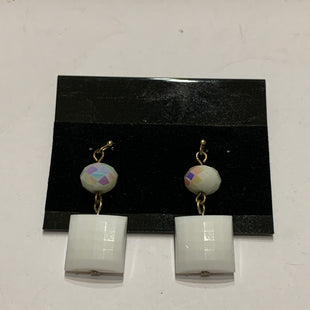 Primary Photo - BRAND:    CLOTHES MENTOR STYLE: EARRINGS COLOR: WHITE SIZE: 1 OTHER INFO: BEAD AND SQUARE SKU: 150-150154-2477