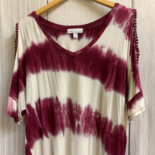 Primary Photo - BRAND: BOUTIQUE + STYLE: TOP SHORT SLEEVE COLOR: MAROON SIZE: 1X OTHER INFO: TIE DYE STRIPES MAROON/WHITE SKU: 150-150131-15051