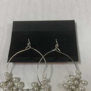 Primary Photo - BRAND: PAPARAZZI STYLE: EARRINGS COLOR: SILVER SIZE: 1 OTHER INFO: CIRCLE WITH PEARLS SKU: 150-15047-150089
