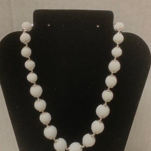 Primary Photo - BRAND:    CLOTHES MENTOR STYLE: NECKLACE COLOR: WHITE OTHER INFO: TEXTURED BEADS SKU: 150-150135-37497 INCHES