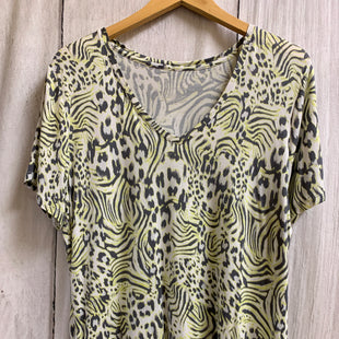 Primary Photo - BRAND: APT 9 STYLE: TOP SHORT SLEEVE BASIC COLOR: ANIMAL PRINT SIZE: XL OTHER INFO: LIME GREEN GREY WHITE SKU: 150-150135-2749